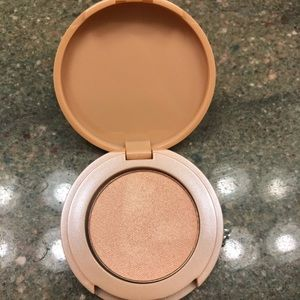 Tarte Highlighter in Exposed